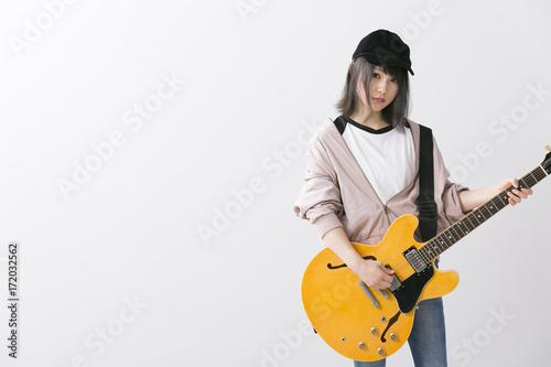 女性ギタリスト - 172032562