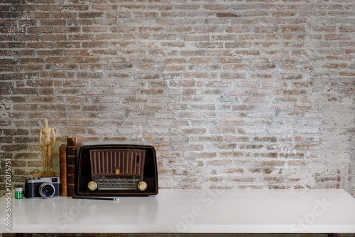 Photo sur Toile Retro Work space Artist or designer Mock up : Desk work or tabletop with vintage books, vintage radio and camera. desk with copy space for products display montage.