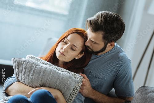 Fotografía  Sad unhappy couple sitting together