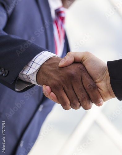 Fotografía  Close-up of handshake between two businessmen