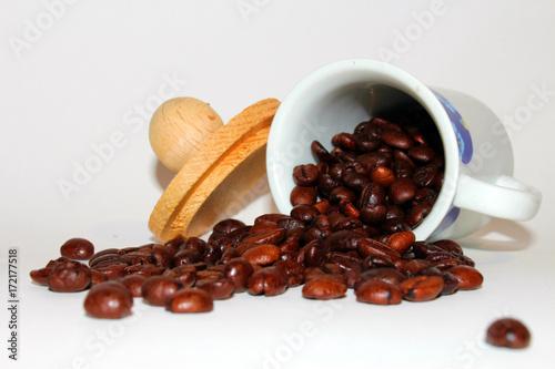Cadres-photo bureau Café en grains tazzina rovesciata con chicchi di caffè