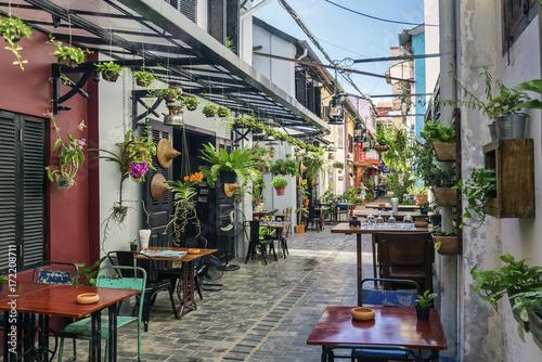 Fototapeta premium aleja z restauracjami turystycznymi w kambodży siem reap