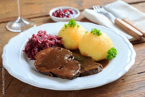 Wildschweinbraten mit Kartoffelknödeln