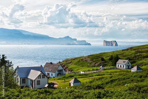Fototapeta premium Perce Rock z wyspy Bonaventure w lecie