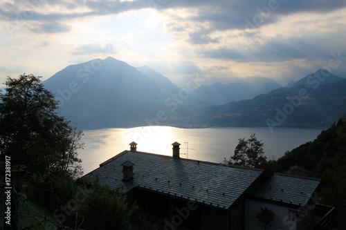 Foto op Canvas UFO Lago di Como