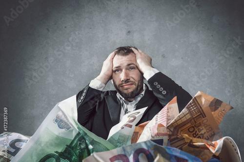 Mann versinkt in Schulden Canvas Print