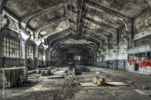 Keuken foto achterwand Oude verlaten gebouwen Dilapidated warehouse in an abandoned factory
