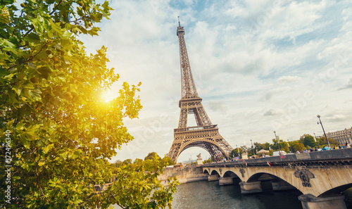 Tuinposter Eiffeltoren Paris, Eiffel tower at sunrise
