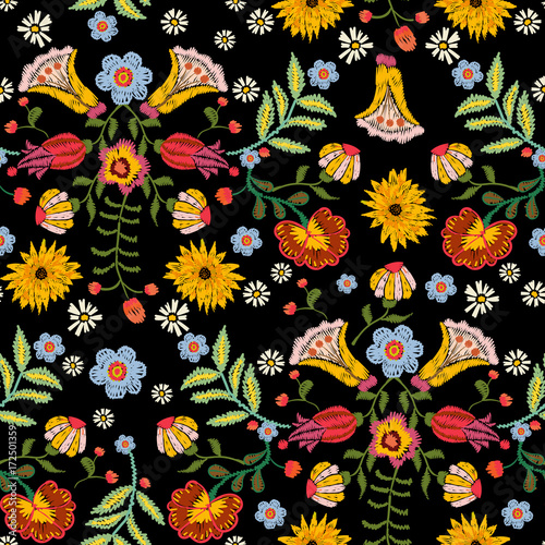 Fotomural Embroidery ethnic seamless pattern with colorful flowers
