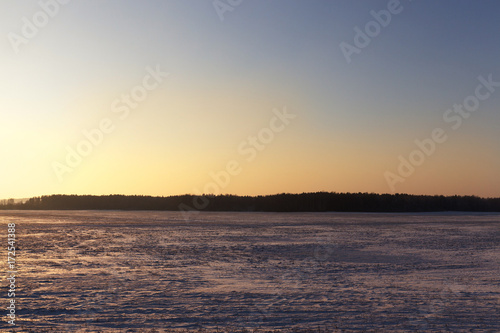 Papiers peints Corail Winter landscape in the field