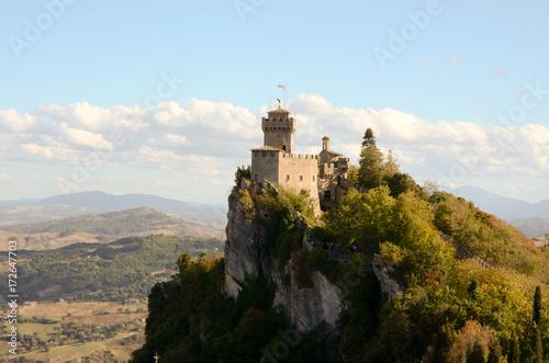 Castello a strappiombo a San Marino