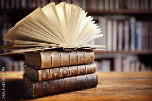 Valokuva  Books in library
