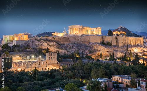 Plakat Partenon świątynia na akropolu Ateny w wieczór w Grecja