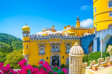 Prekrasan pogled na povijesnu arhitekturu palače Pena u regiji Sintra u Lisabonu