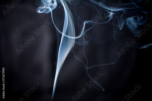 Fototapeta dym na ciemnym tle