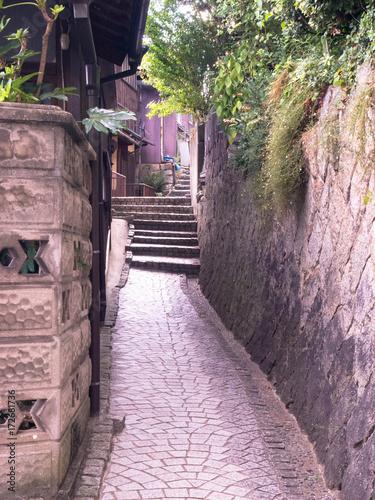 urokliwa-waska-uliczka-w-onomichi-japonia