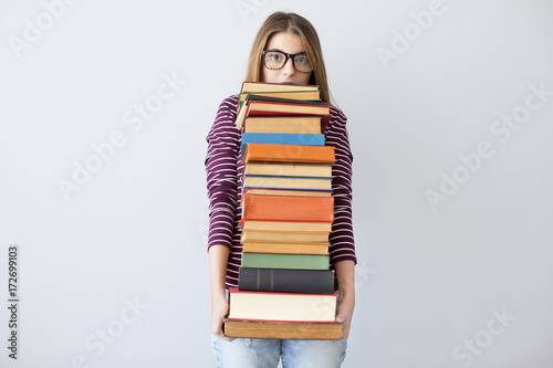 Fotomural Student woman holding pile books