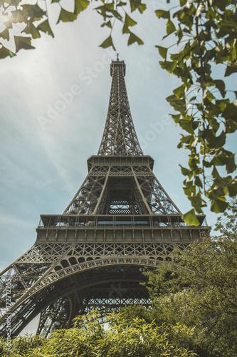 Deurstickers Eiffeltoren Low angle view of Eiffel Tower against sky