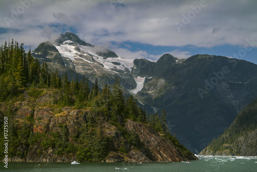 Fotobehang Gletsjers The LeConte Glacier in Southeast Alaska. The glacier is a popular tourist destination, with operators from nearby Petersburg and Wrangell, Alaska, running excursions to its calving face.