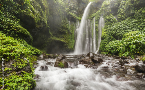Obraz na ścianę wodospad   sendang-gile-waterfalls-another-tourist-attraction-in-lombok-near-mt-rinjani-indonesia