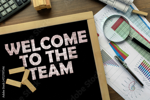 Photo  Text Welcome to the team on the blackboard on the desk with office business acce
