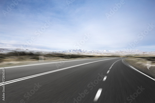 Foto op Aluminium Luchthaven empty asphalt road with beautiful snow mountains