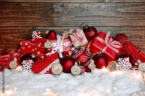 Kleiner Weihnachtskalender.Adventskalender Kleine Päckchen Rot Buy This Stock Photo And