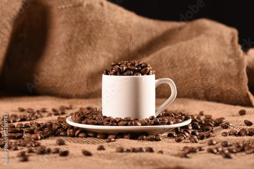 Papiers peints Café en grains White cup of coffee with brown aroma grain beans