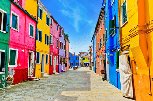 View of the colorful Venetian houses along the canal at the Islands of Burano in Venice Fototapet
