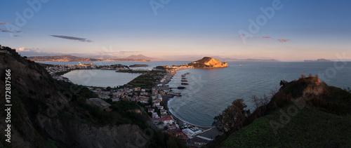 Fotografía panorama da monte di procida, ischia, costiera sorrentina, napoli, pozzuoli, bac