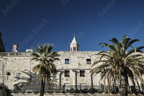 Foto op Aluminium Kuala Lumpur Palm trees and antique walls of the Diocletian palace in the city of Split, Croatia.