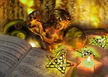 Gebetbuch Mit Weihnachtsengel Im Warmen Licht