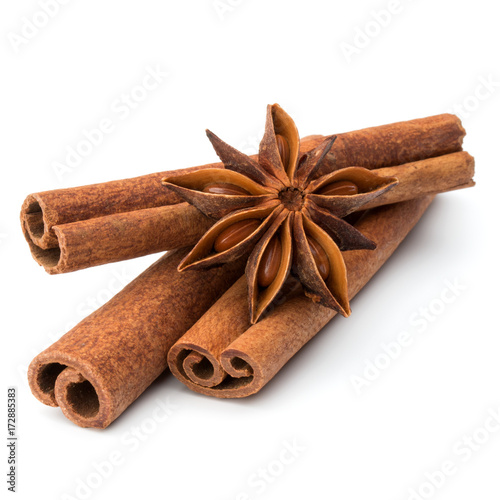 Photo cinnamon stick and star anise spice isolated on white background closeup