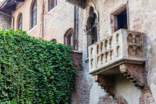 Romeo And Juliet Balcony In Ve...
