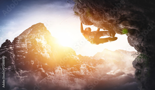 Poster de jardin Alpinisme Freikletterer klettert Überhang Free Solo