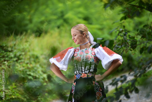 Leinwand Poster slovakian folklore woman