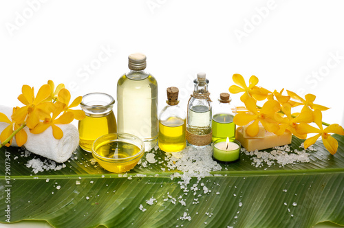 Poster Spa Spa setting on banana leaf with yellow orchid ,candle, salt