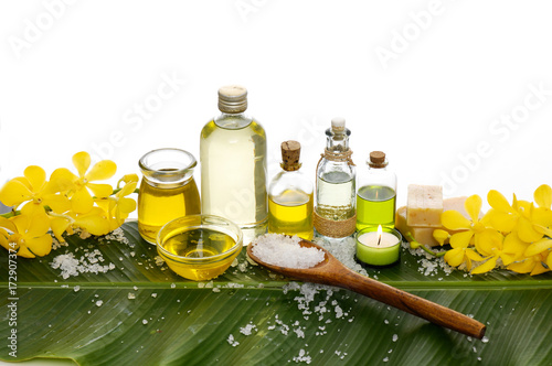 Poster Spa Spa setting on banana leaf with yellow orchid ,candle, salt in spoon