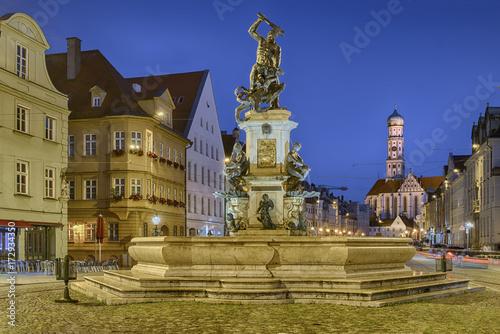 Foto  Augsburg Herkulesbrunnen beleuchtet