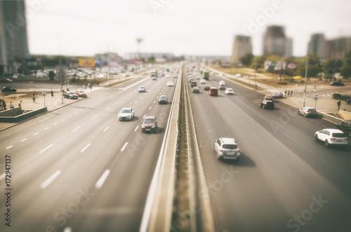 Zdjęcie XXL Zobacz na asfaltowej drodze z dużą ilością samochodów