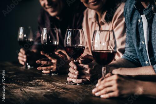 friends drinking red wine Tapéta, Fotótapéta