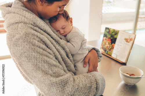 Obraz Newborn baby boy sleeping in his mother's hands - fototapety do salonu