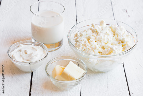 Staande foto Zuivelproducten Dairy products in glass dishes on White wood