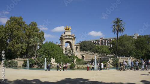 Obraz na płótnie Fontanna w parku w Barcelonie
