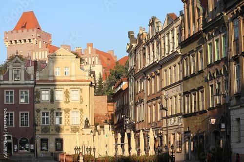 Plakat Zamek Królewski górujący nad poznańskim Starym Rynkiem.