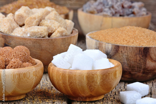 Fotografía  Bowls with various kinds of sugar