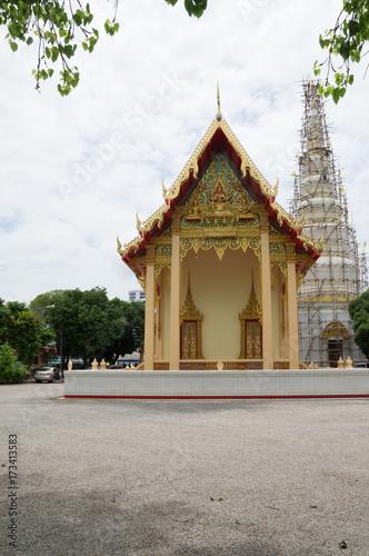 Foto  Pagoda under renovation
