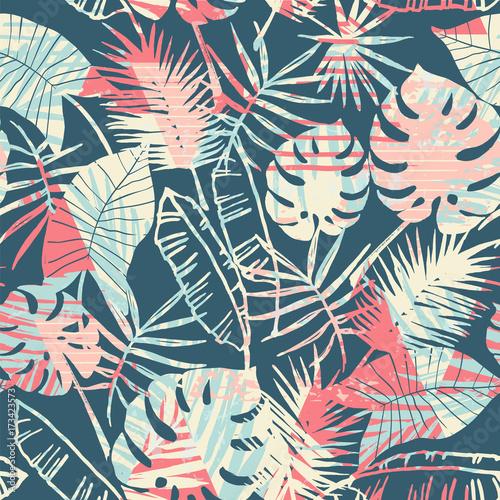 bezszwowy-egzota-wzor-z-tropikalnymi-roslinami-i-geometrycznym-tlem