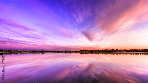 Poster Rose clair / pale Purple sunset over the lake