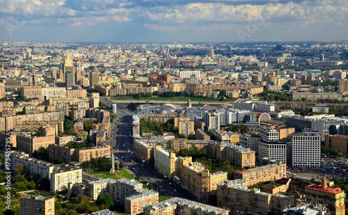 Plakat Widok z lotu ptaka Moskwa miasto. Formularz z platformy obserwacyjnej centrum biznesowego w Moskwie.